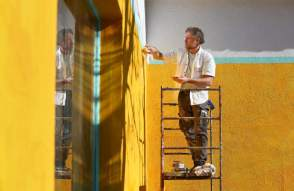 Renown artist and decorator late Richard Martin hand painting Mexican Bakery La Tienda Iniguez, walking distance from our Airbnb in Sonoma Valley, just months before his untimely passing.